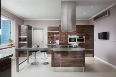 Hochmoderne Küche (164__Hochmoderne+Kueche2.jpg)