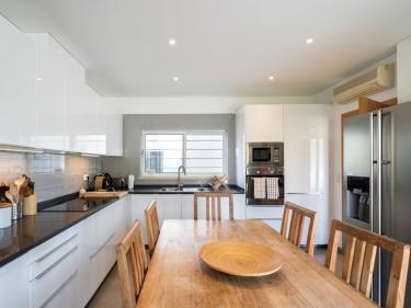 Moderne, vollausgestattete Einbauküche (216__Moderne2C+vollausgestattete+Einbaukueche20.jpg)